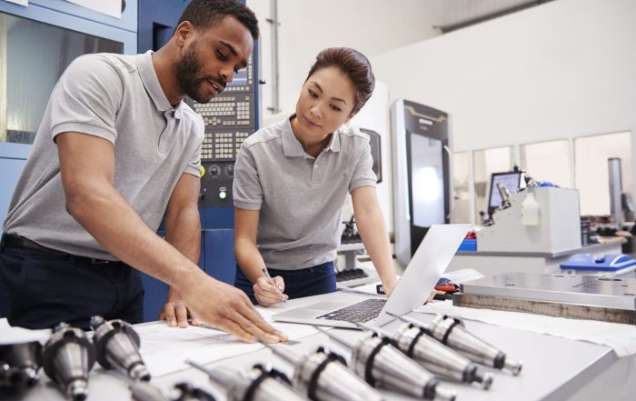two engineers looking at a computer - enterprise asset management - GP MaTe